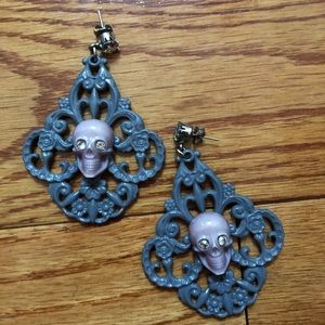 Tarina Tarantino gray skull earrings